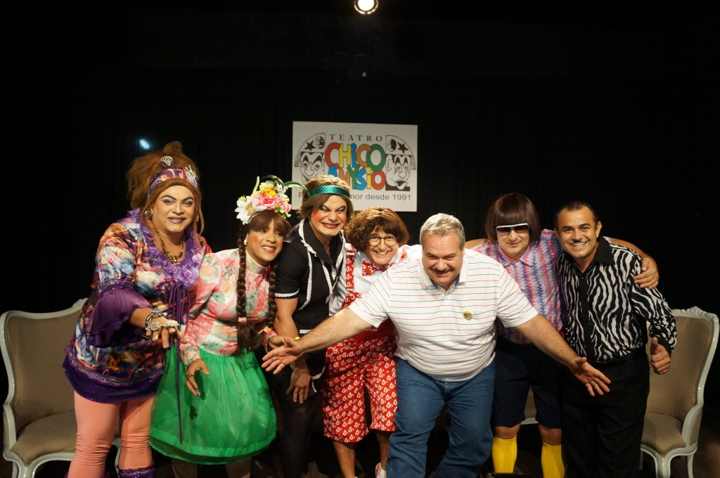 Leão no palco do Teatro Chico Anysio
